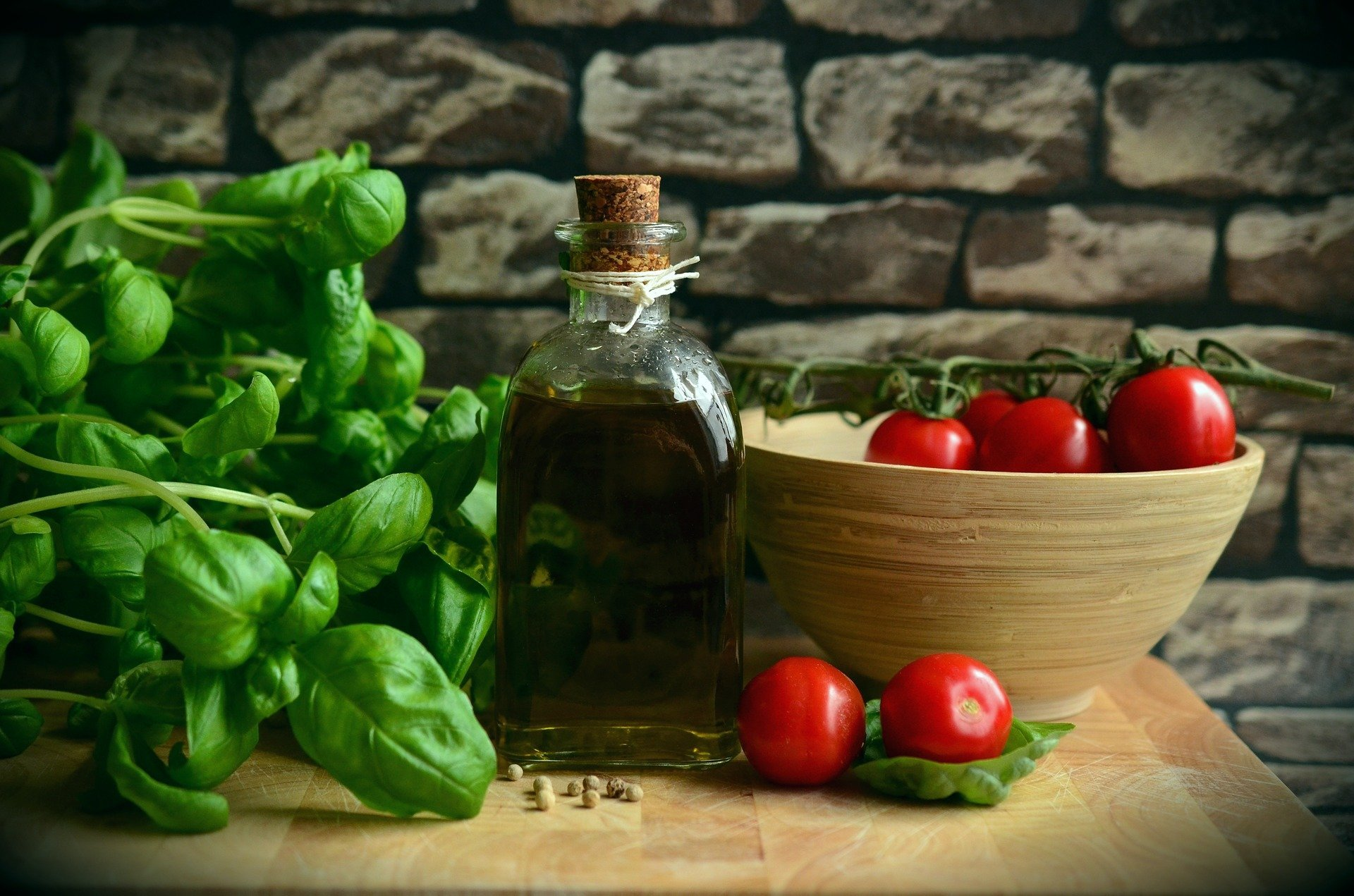L'olio extra vergine d'oliva pilastro della dieta mediterranea